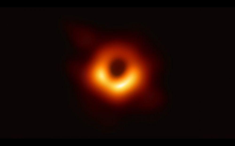 Foto Black Hole atau Lubang Hitam
